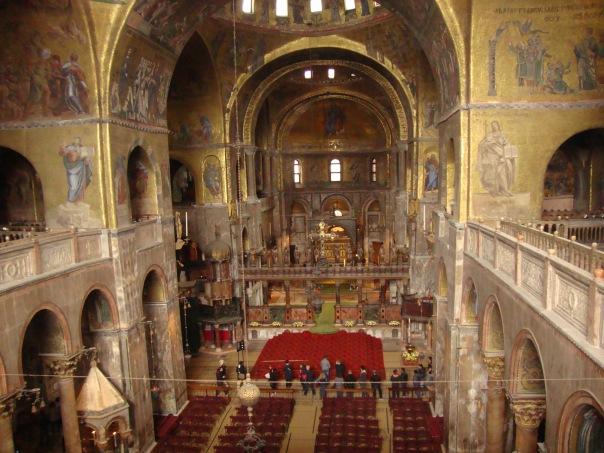 Dentro da Basílica San Marco